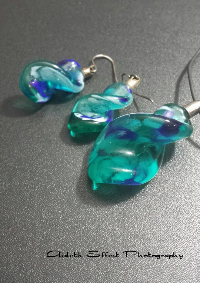 Glass jewelry with light from the right Photography 101: Glass