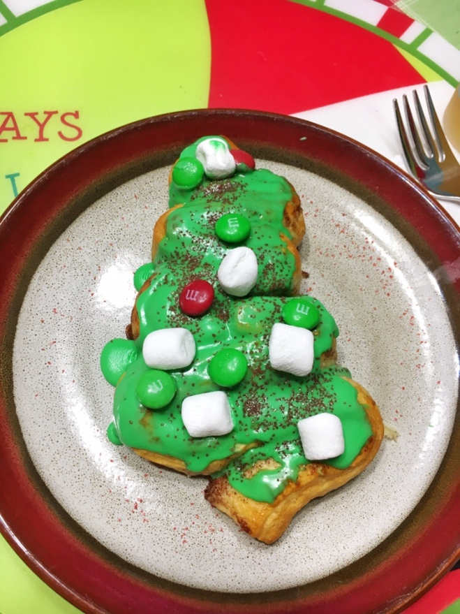Christmas tree cinnamon roll
