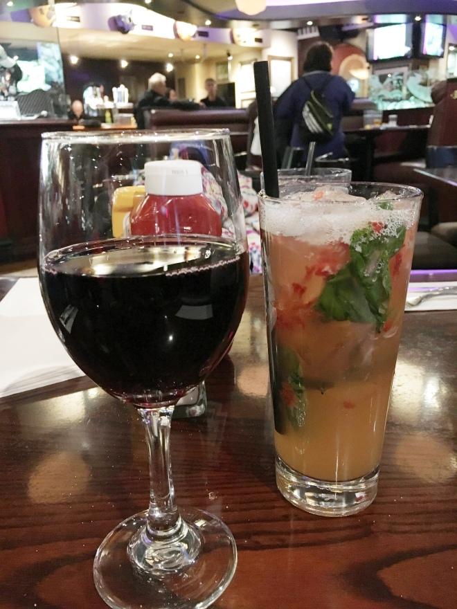 Hard Rock Cafe Niagara Falls Canada - Cheers!